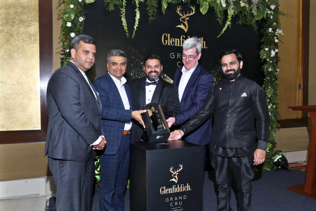 Delhi Duty Free invites VIP shoppers, artists and entrepreneurs for Glenfiddich Grand Cru celebration